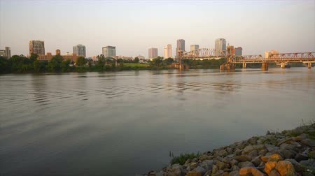 The Arkansas River Flows by the Waterfront of Little Rock Stockvideo