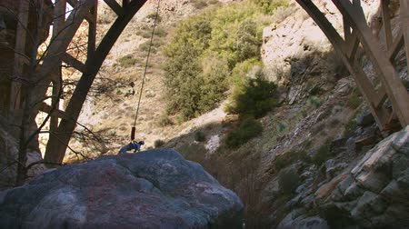 kayış : Bungee Jumper Jumps from a Bridge