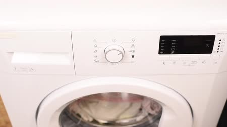уменьшающийся : Starting White Modern Woman Washing Machine by Hand