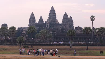archeologie : Angkor Wat, part of Khmer temple complex, popular among tourists ancient lanmark and place of worship in Southeast Asia. Siem Reap, Cambodia.