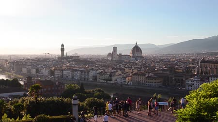 vecchio : Florence summer sunset panoramic skyline view of Ponte Vecchio, Palazzo Vecchio and Cathedral or Duomo, Tuscany, Italy