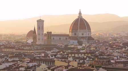 arno : Florence summer sunset panoramic skyline view of Ponte Vecchio, Palazzo Vecchio and Cathedral or Duomo, Tuscany, Italy