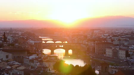 arno : Florence summer sunset panoramic skyline view of Ponte Vecchio, Tuscany, Italy Stock Footage