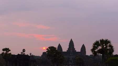 Ангкор : Angkor Wat, part of Khmer temple complex, popular among tourists ancient lanmark and place of worship in Southeast Asia. Siem Reap, Cambodia.