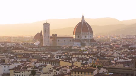 toscana : Florence summer sunset panoramic skyline view of Ponte Vecchio, Palazzo Vecchio and Cathedral or Duomo, Tuscany, Italy