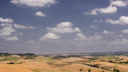 тосканский : Clouds flowing in Tuscany rural landscape with hills Стоковые видеозаписи