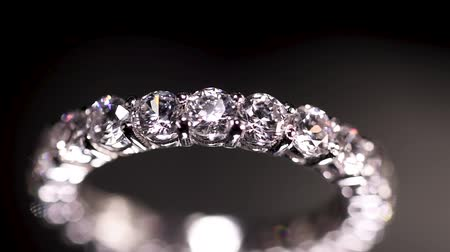 cristal : Engagement diamond ring rotating on black background, macro with shallow DoF