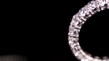 platina : Engagement diamond ring rotating on black background, macro with shallow DoF