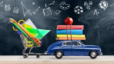 de volta : Back to school. Car delivering books and apple against school blackboard with education symbols. Seamlessly looped 4k animation.