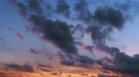 god ray : beautiful sunset, time-lapse, stormy clouds 4k