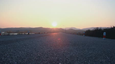 sem nuvens : Time lapse, sunrise morning  On Empty Road with the wind.
