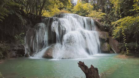 nemzeti : Waterfall Huay Mae Kamin, beautiful waterfall in autumn forest, Thailand