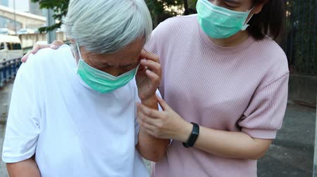 alerji : Tired senior woman wearing hygienic mask walk outdoor on street sidewalk in city,feel sick,vertigo,nauseous,allergy to dust,pollution,smog,PM2.5,air contamination,elderly people inhaling toxic fumes
