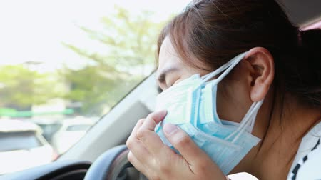 tosse : Anxiety asian woman suffer from runny nose,cough,sneeze with allergic rhinitis,severe dust allergy wearing protection face mask of many layers,worried about air pollution,epidemic,spread of germ,Pm2.5