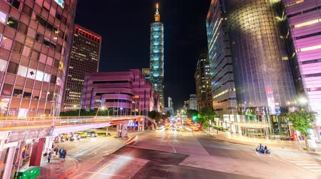 taipei : Time lapse of a busy street corner at rush hour in Taipei, the vibrant capital city of Taiwan, with cars & buses dashing through the intersection Stock Footage