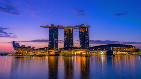 kasyno : SINGAPORE - JANUARY 28, 2020 : Time lapse of sunrise at Marina bay, Singapore Wideo