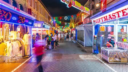 SINGAPORE-GENNAIO 27,2020: 4k Timelapse di persone in Cina town street, Singapore.