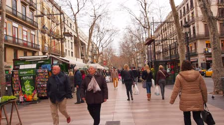 Каталония : Unidentified people walking on La Rambla in Barcelona, Catalonia, Spain