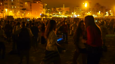 Каталония : Sant Joan Night on Barceloneta Beach in Barcelona, Catalonia, Spain Стоковые видеозаписи