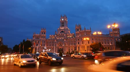 quadrado : Night view of The Cybele Palace on Plaza de Cibeles - Cibeles Square in Madrid, Spain Vídeos