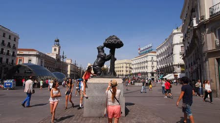 madryt : Unidentified people on Puerta del Sol - Sol Square in Madrid, Spain