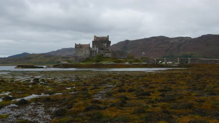aeródromo : UK, Scotland, Highlands, Dornie, View of the Eilean Donan Castle. Stock Footage