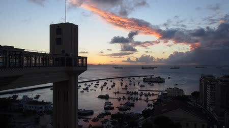 почему : Lacerda Elevator at sunset, Salvador, State of Bahia, Brazil