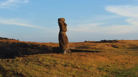 hanga : Moai in Ahu Hanga Kioe at sunrise, Rapa Nui National Park, Easter Island, Chile