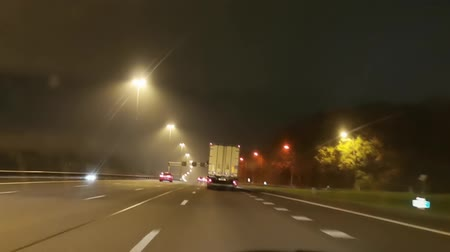 célere : timelapse or driving on the A2 near Nieuwegein, Utrecht during night time, highway drive in the Netherlands, November 20, 2019 Vídeos