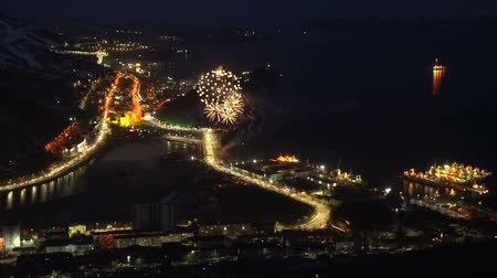 négyzet : KAMCHATKA PENINSULA, RUSSIAN FAR EAST-MAY 9, 2018: Fireworks celebration Victory Day in the Great Patriotic War of May 9. Salute over Petropavlovsk-Kamchatsky City and Avacha Bay (Pacific Ocean).