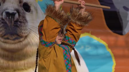 kostüm : KAMCHATKA PENINSULA, RUSSIA - NOV 4, 2018: Girl dancing in national clothing indigenous inhabitants Kamchatka. Concert, celebration of Koryak national ritual holiday Hololo (Day of Seal). Slow motion.