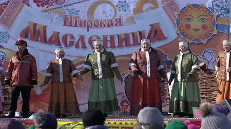 креп : YELIZOVO CITY, KAMCHATKA PENINSULA, RUSSIA - MARCH 10, 2019: Public concert Ensemble of Russian Folk Song Gorlitsa. Maslenitsa - religious, folk holiday, celebrated during last week before Great Lent.
