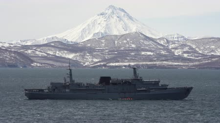 daleko : KAMCHATKA, RUSSIA - APR 30, 2019: Rescue Vessel Alagez of Pacific Fleet of Russia with diving bell for underwater; bathyscaphes to search for sunken, emergency submarines; rescue of crashed warships.