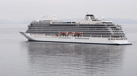 barışçı : PACIFIC OCEAN, KAMCHATKA PENINSULA, RUSSIAN FAR EAST - 13 MAY, 2019: View of beautiful white stately Expedition Passenger Cruise Liner Viking Orion (Viking Ocean Cruises) reverse sailing in Avacha Bay