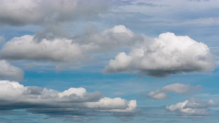 воздух : Stunning summer cloudscape - clouds floating across sunny blue sky to weather change. Natural background time lapse.