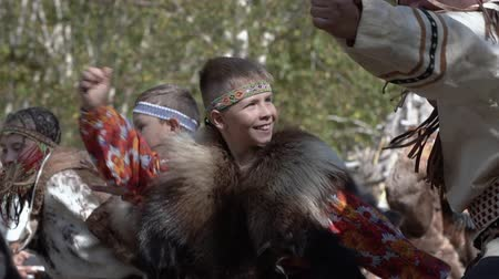 gençlik kültürü : Children dancing in traditional clothing of aboriginal people Kamchatka during Itelmens national ritual festival thanksgiving nature Alhalalalay. Kamchatka Peninsula, Russian Far East - Sep 14, 2019 Stok Video
