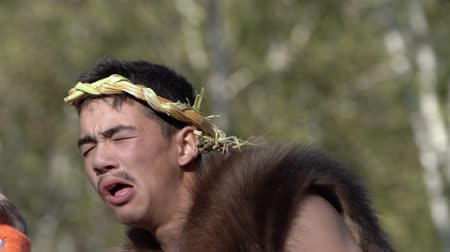 korkunç : Male dance, showing grimaces, facial expression, make faces, writhes, mop and mow in traditional clothing of aborigine people. Itelmens national festival Alhalalalay. Kamchatka, Russia - Sep 14, 2019 Stok Video