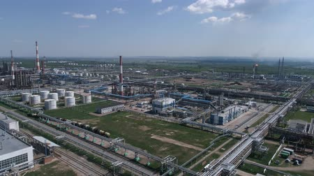 нефтехимический : 4K Aerial shot from oil tanks and towers in a refinery