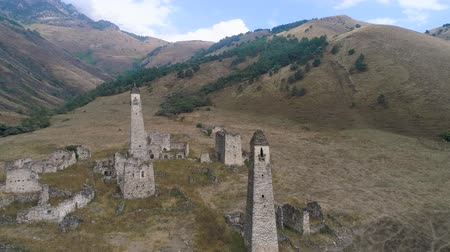 монтаж : Defensive towers in the mountains of Ingushetia