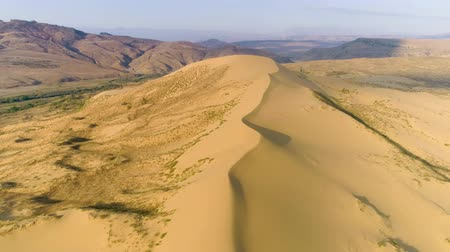 Намибия : Desert, flying over a dune