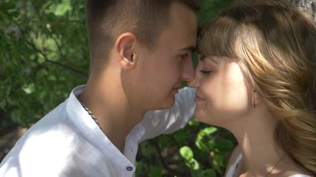 отношение : guy and girl kissing under a tree