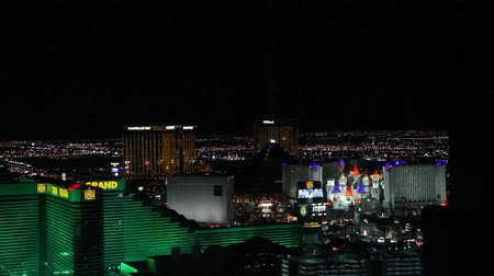 mandalay bay : penthouse evening view - blinds goes down and up mgm hotel