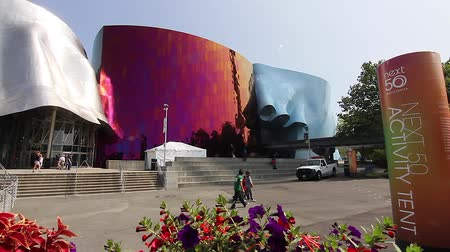 adil : SEATTLE,UNITED STATES - CIRCA May 2012 :dolly shot - Seattle art museum  Stok Video