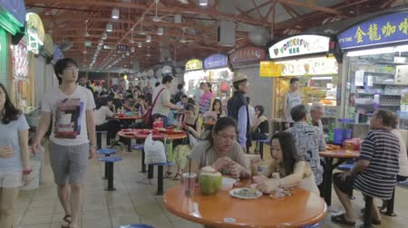 rosół : SINGAPORE, SINGAPORE - CIRCA December 2011 :scene at popular maxwell hawker food center in china town