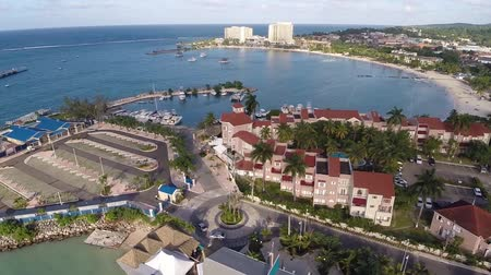 jamajka : Aerial of Hotels and Resorts on the Bay in Jamaica