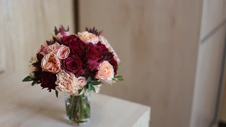 bouquets : bridal bouquet with red flowers