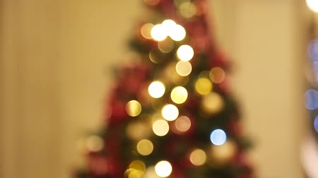 barbante : Christmas tree with lights glowing bokeh