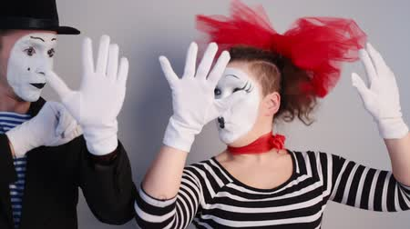 carnaval : Mime cerca de la pared invisible Archivo de Video