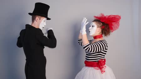 комедия : Mime near invisible wall