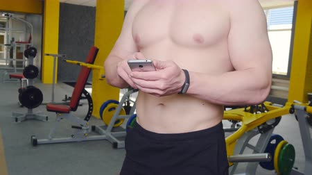 pedometer : man uses fitness tracker in the gym